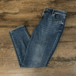 LOFT Curvy Skin y Jeans in Medium Wash